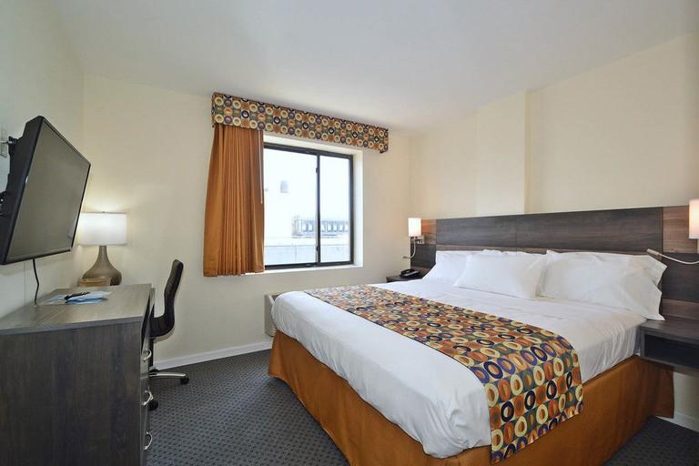 https://www.expedia.com/New-York-Hotels-Bogart-Hotel.h15979647.Hotel-Information?chkin=7%2F28%2F2018&chkout=7%2F29%2F2018&rm1=a2&hwrqCacheKey=c4bce881-867c-42be-b4a0-34771329bf46HWRQ1532809535787&cancellable=false&regionId=177851&vip=false&c=b37a9be6-d169-4391-a4c4-0216cf8f5b5e&&exp_dp=269&exp_ts=1532809535897&exp_curr=USD&swpToggleOn=false&exp_pg=HSR