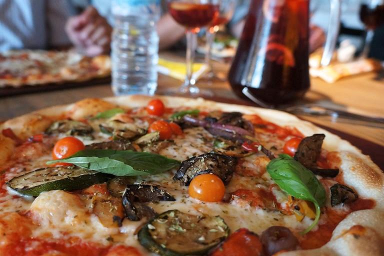 A mixed vegetable pizza | © davidgordillo / Flickr