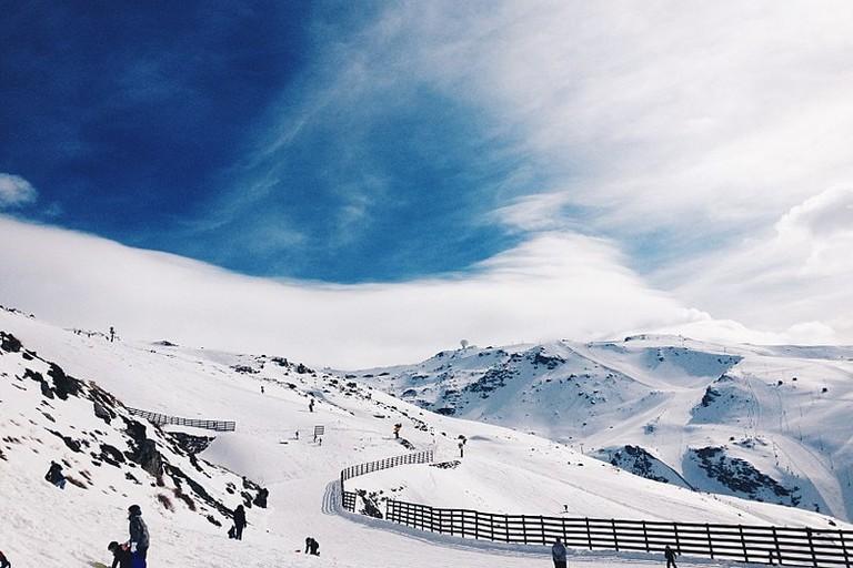 800px-Área_de_esquiar_en_el_Parque_Natural_de_Sierra_Nevada