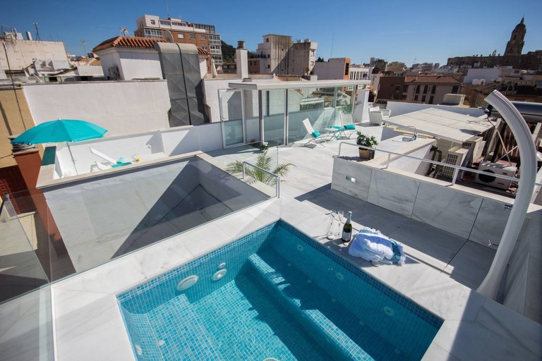 Airbnb - Stunning penthouse with private roof-top pool, Malaga
