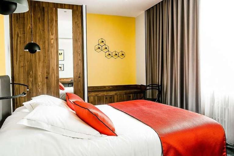 L'Hostellerie du Chapeau Rouge's design scheme mixes nature with bold colours