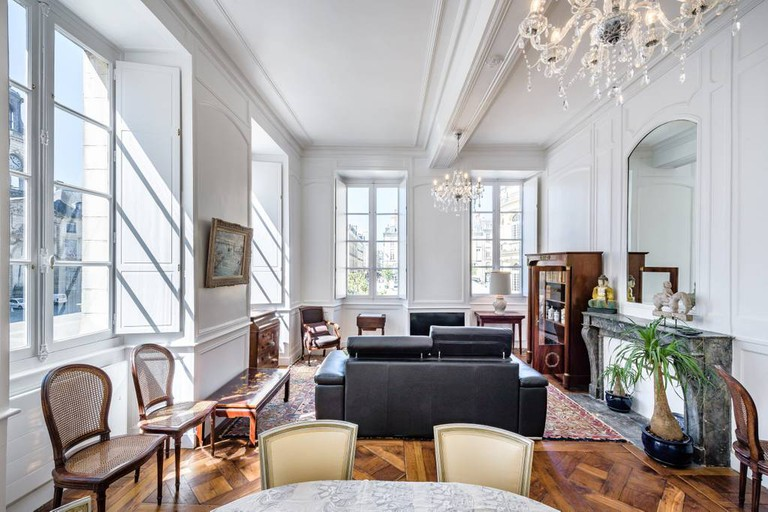 Bourgeois apartment in Rennes