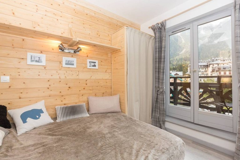 bed window views chamonix
