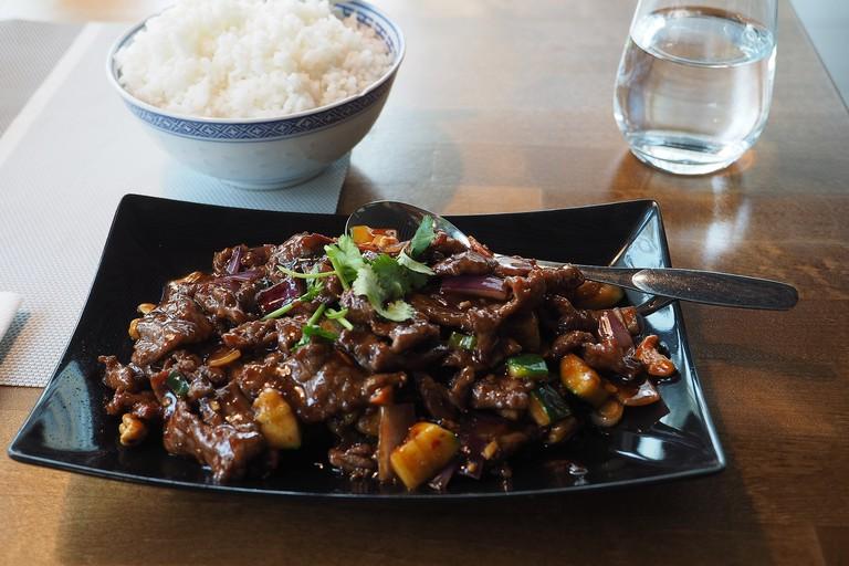 Beef_Kung_Po_at_restaurant_Kiinanmuuri_in_Turku