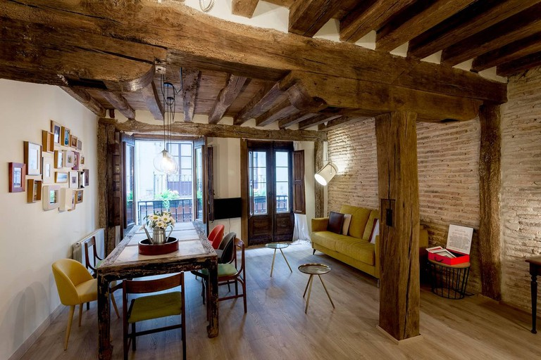 Airbnb - Bilbao Old Town flat