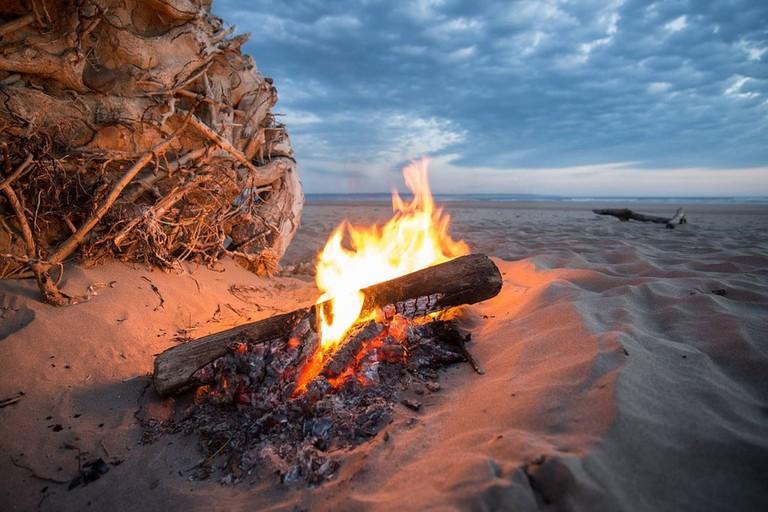 fire-beach-camping
