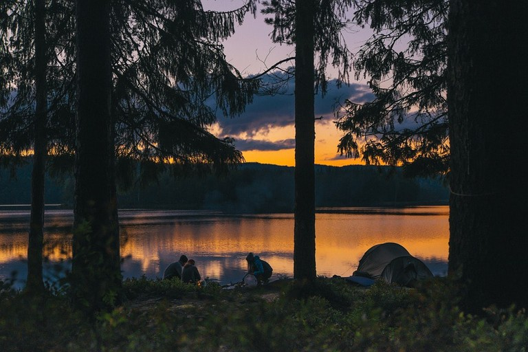 https://pixabay.com/en/camping-lakeside-sunset-evening-984038/