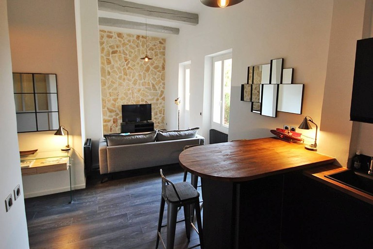 A cosy two-person apartment in Cannes | © Airbnb