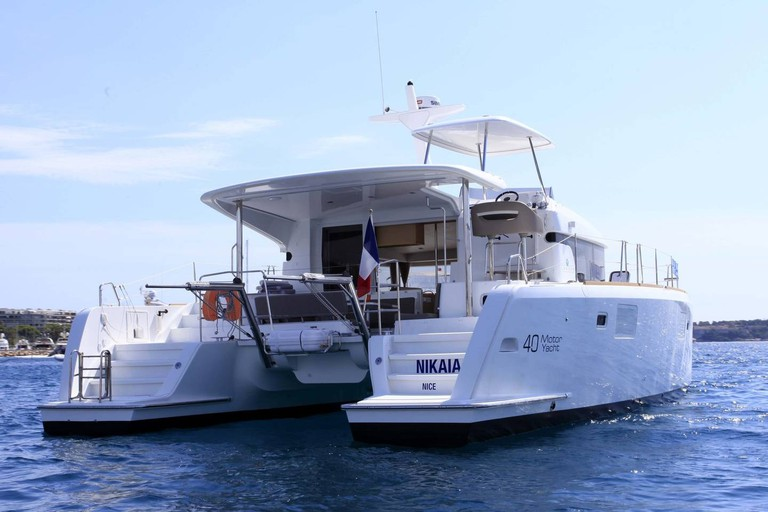 Head out to sea on this motor catamaran | © Airbnb