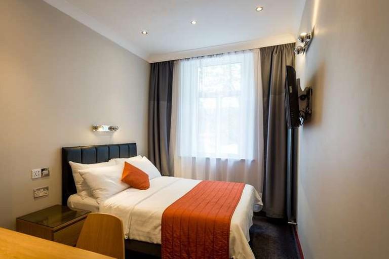 Adria Hotel, Kensington