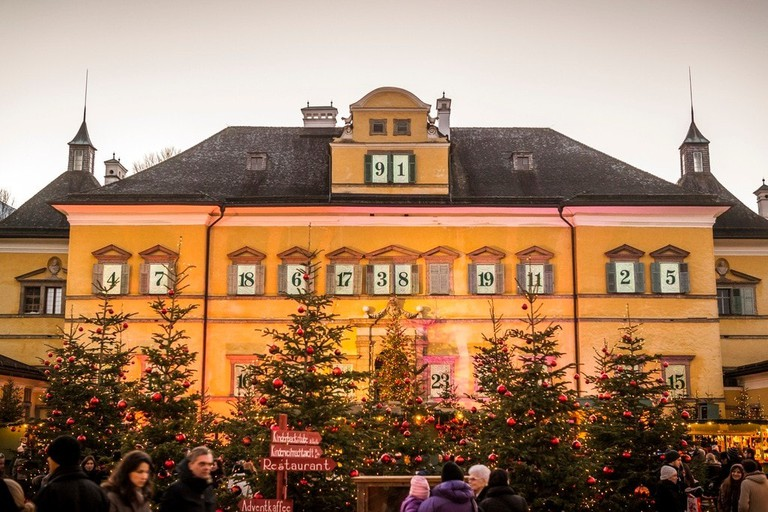 LOWRES_00000075606_Advent-im-Schloss-Hellbrunn_SalzburgerLand-Tourismus-GmbH_Achim-Meurer - Edited (1)