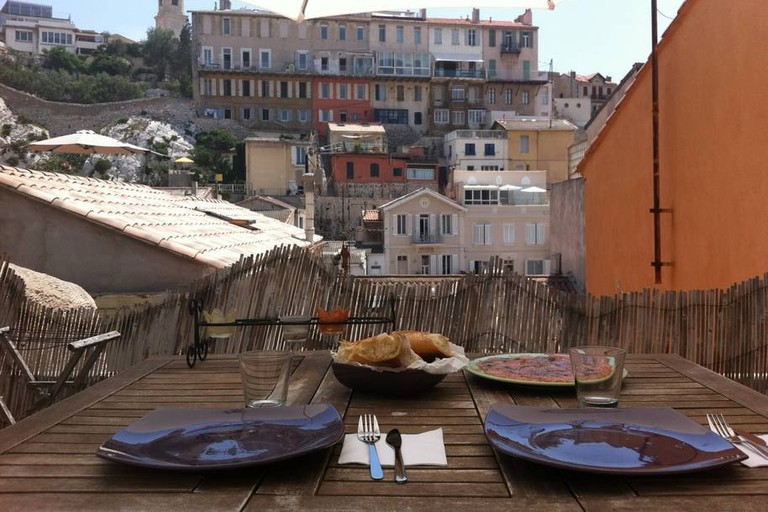 The cabanon overlooks the old fishing bay of Vallon des Auffes |© Airbnb
