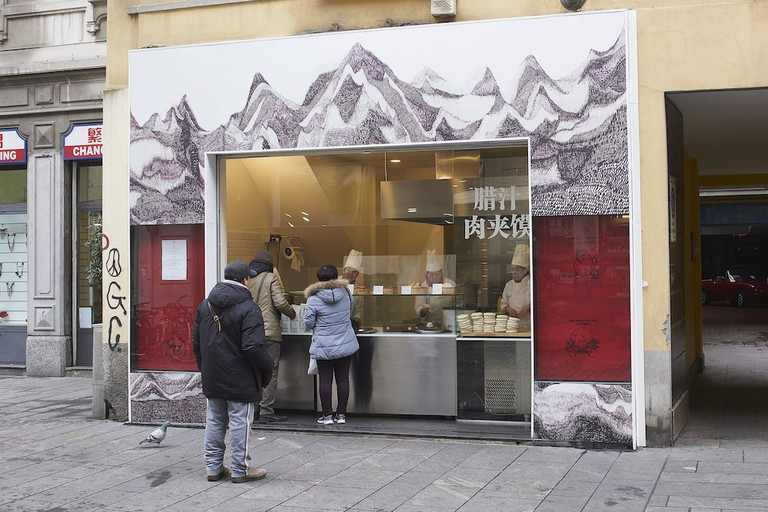 In the heart of Milan's Chinatown, street vendor Ravioleria Sarpi serves freshly prepared Chinese ravioli | © and Courtesy Ravioleria Sarpi
