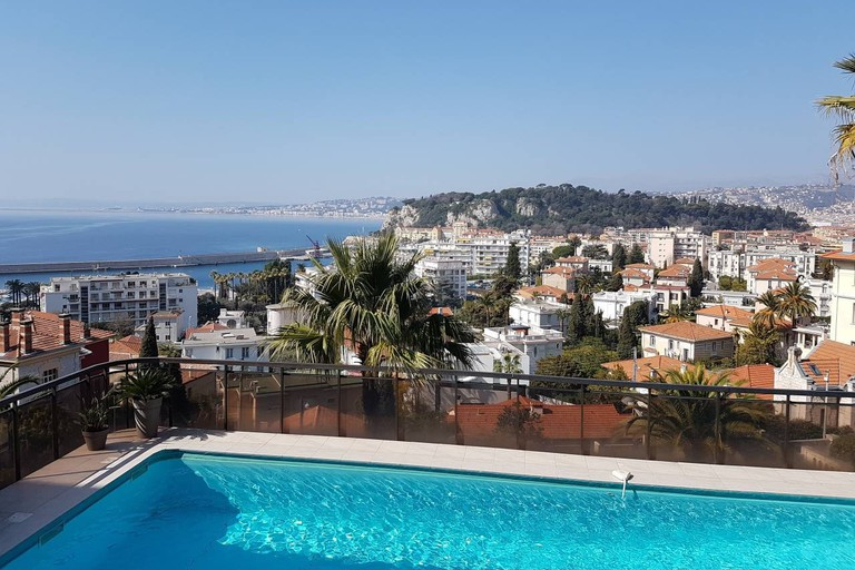 The poolside view in Nice | © Airbnb