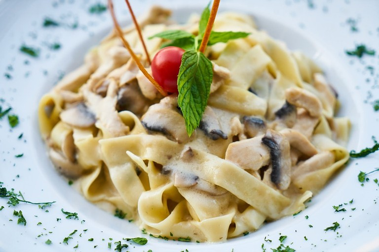 https://pixabay.com/en/pasta-italy-italian-dough-plate-2973006/