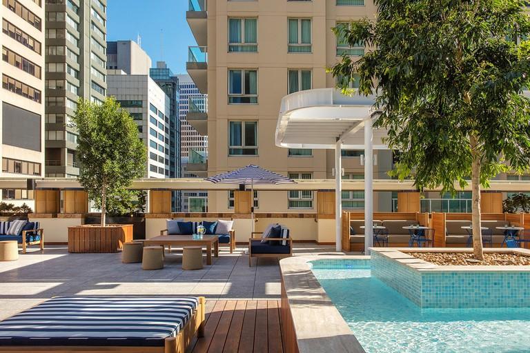 Primus Hotel Sydney pool © Roderick Eime / Flickr
