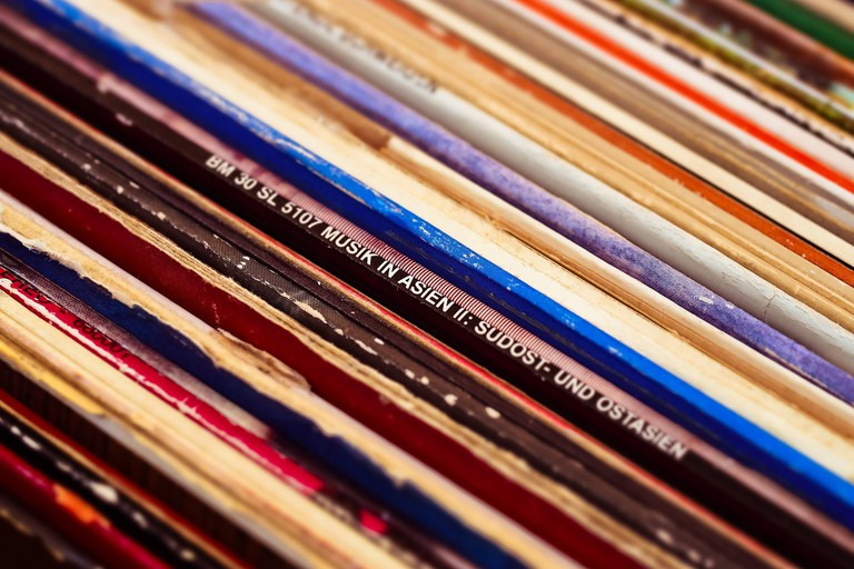 Records are available at Carla | © MichaelGaida / Pixabay