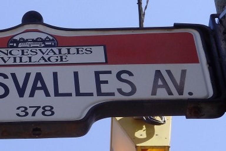 roncesvalles_avenue_sign-650x259
