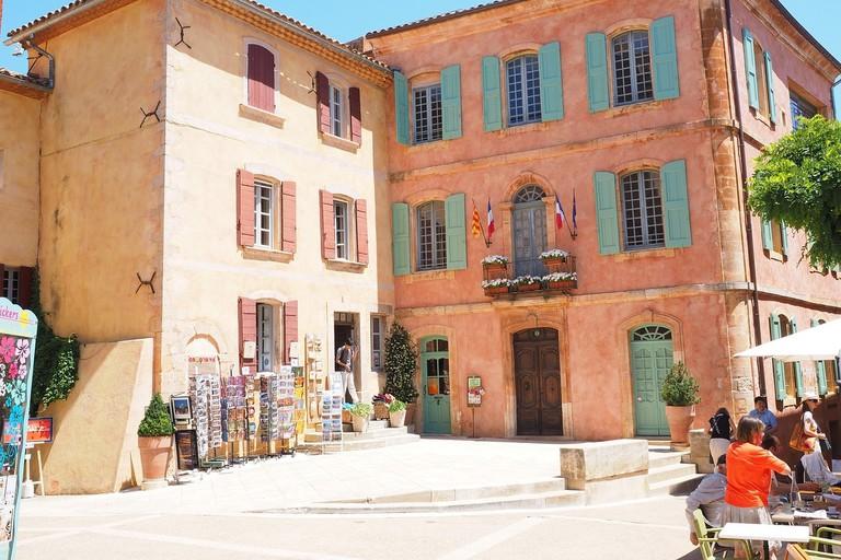 The Town Hall in Place de la Mairie, Roussillon |© Hans / Pixabay