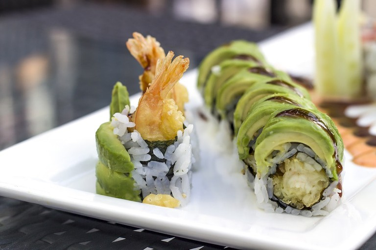 https://pixabay.com/en/sushi-avocado-shrimp-japanese-2608281/
