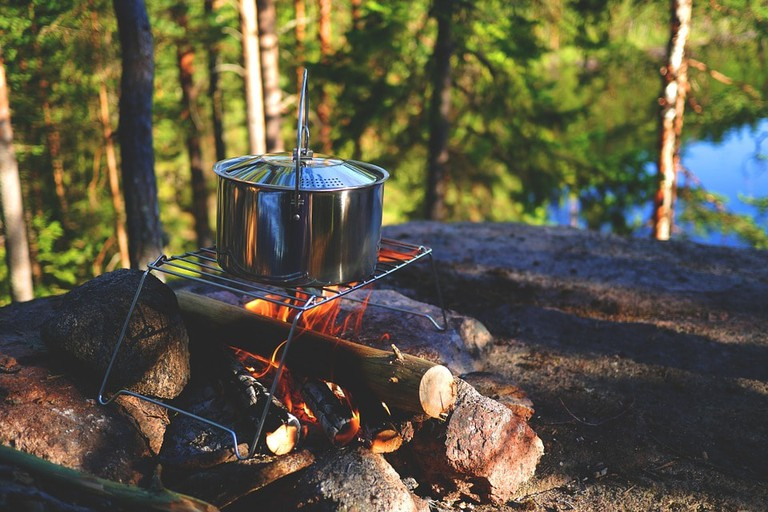 https://pixabay.com/en/campfire-stock-outdoor-pot-896196/