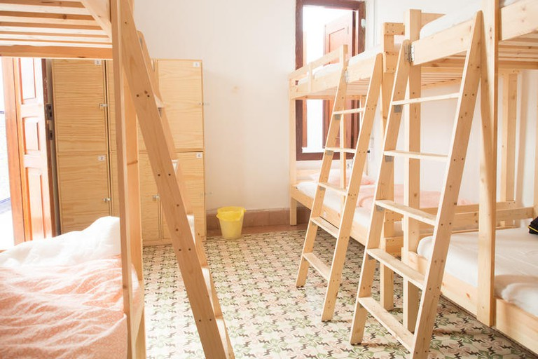 Lua Lua Hostel's rooms feature wooden bunk beds