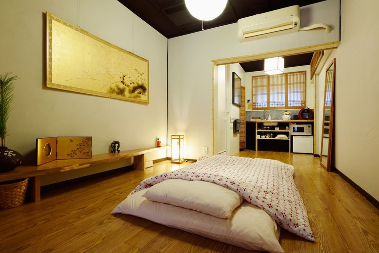 nightingale-on-plum-tree_osaka_airbnb