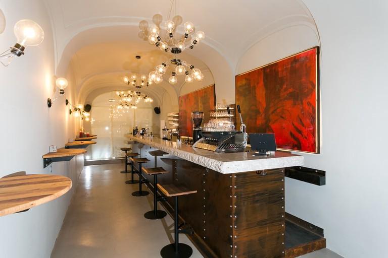 The wine bar's elegant interior | © Bar Albert