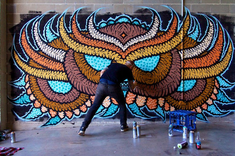 Artist painting a mural in Chatswood © JAM Project / Flickr