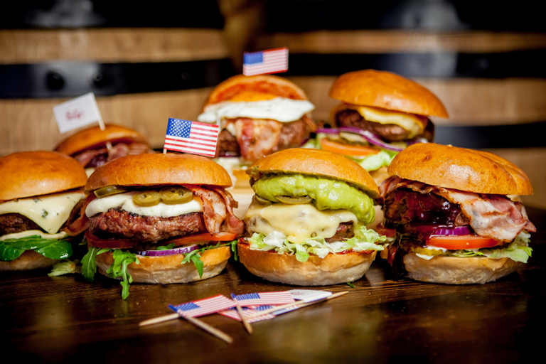 Burgers at Billy's American Bar and Grill | © Billy's