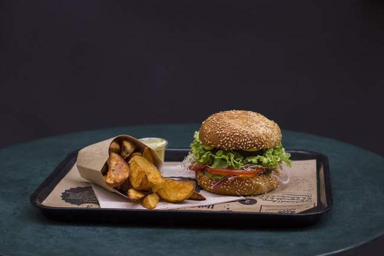 burgers110717_4-min-650x433