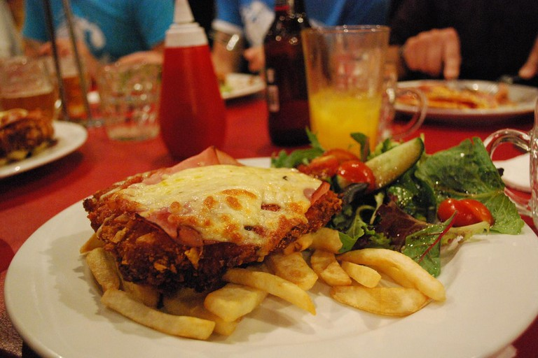 Chicken parma and chips © Alpha / Flickr