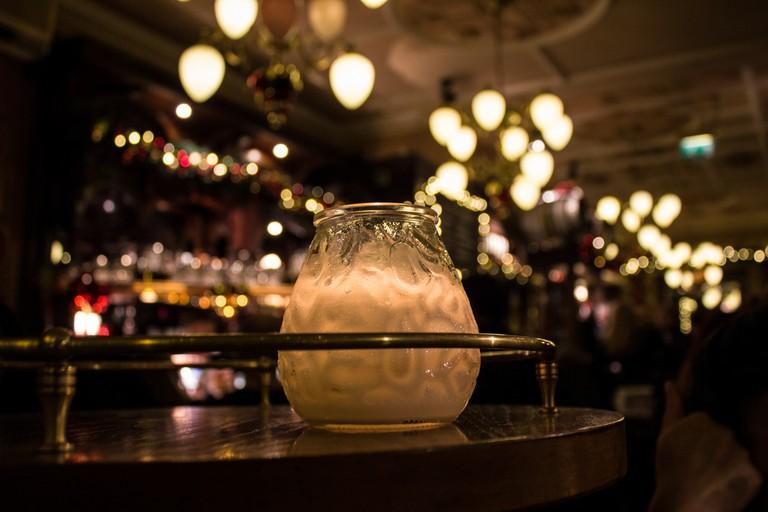 Cocktail at a nightclub © Pavlina Jane / Flickr