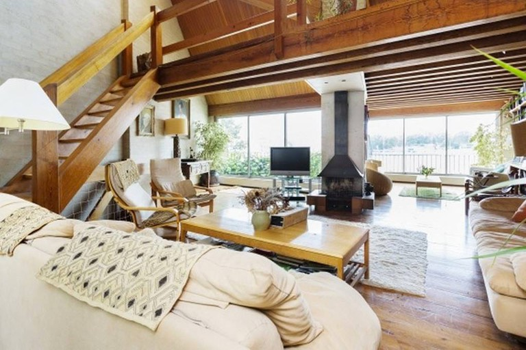 docklands-house-on-the-river--mikailairbnb-2