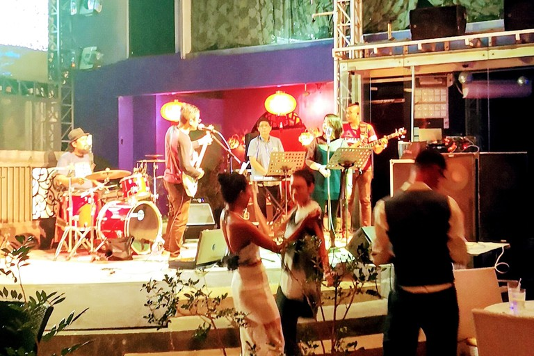 Customers dancing to the live band at Muchacha, Qe2