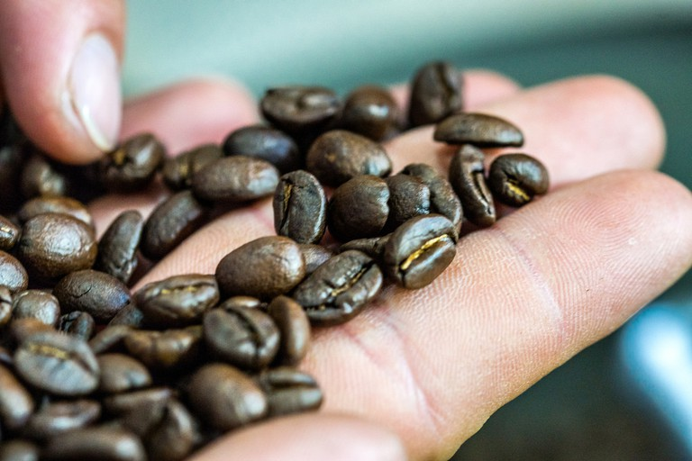 Roasted coffee beans © Byron Lippincott / Flickr