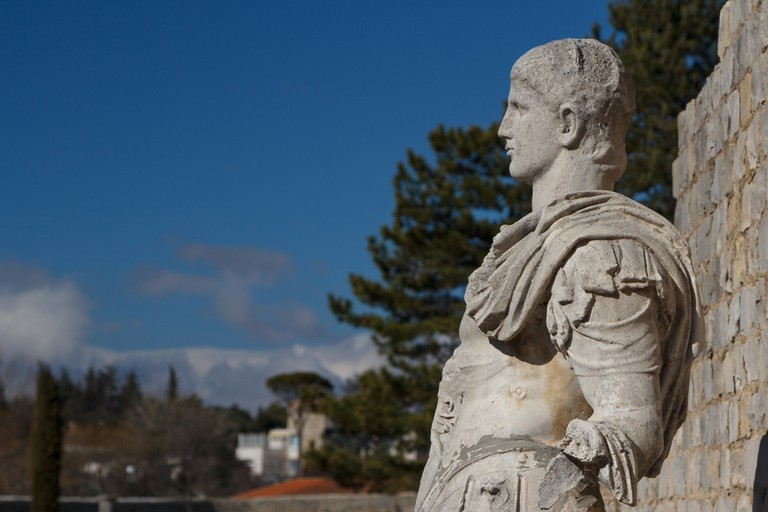 Roman ruins in Vaison-la-Romaine town, Provence, France |© Lev Levin / Shutterstock