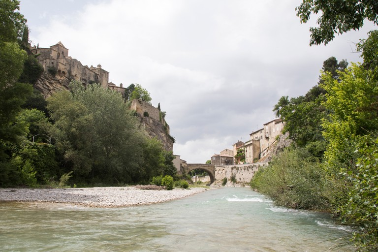 The river Ouvèze at Vaison-La-Romaine, France | © mj - tim photography / Shutterstock