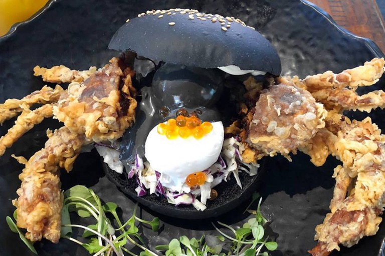 Soft-shell crab 'Black Benedict' burger © Chimichuri