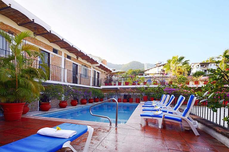 swimming-pool-day-hotel-posada-de-roger-puerto-vallarta-1
