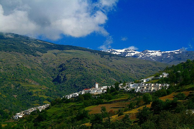 Vista_de_Capileira_desde_Bubión_-_panoramio