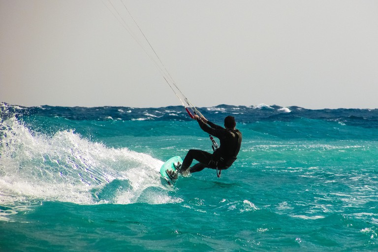 kite-surfing-1960536_1920
