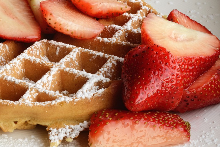 Strawberry waffles © Ralph Daily / Flickr