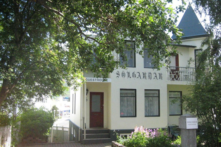 Sólgarðar Guesthouse is on a residential street