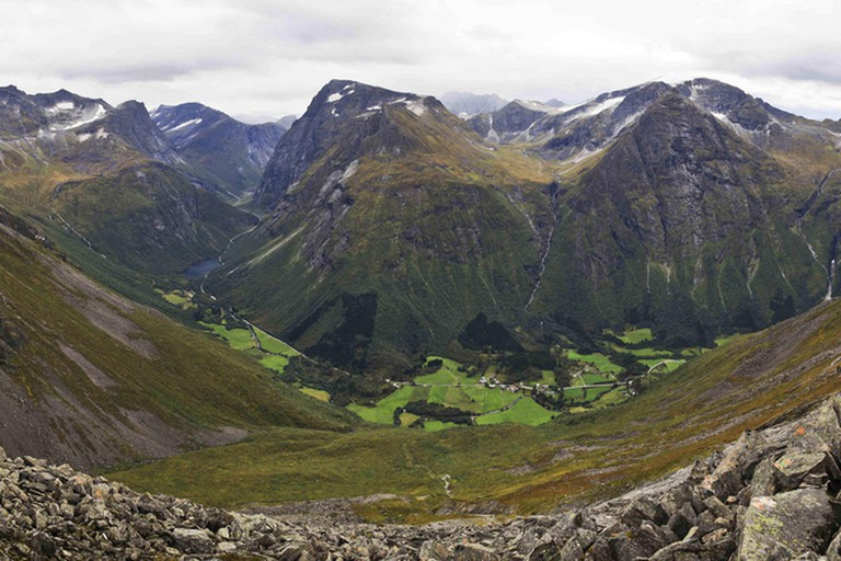 The Norangsdal valley, where the Lake Lygnstøylvatnet is located
