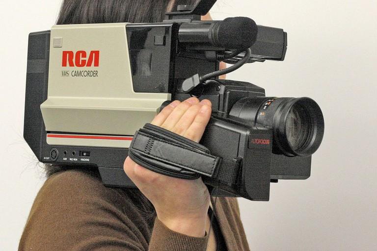 996px-RCA_VHS_shoulder-mount_Camcorder