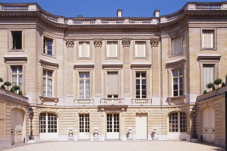 The Musée Nissim de Camondo was designed by architect René Sergent in 1911