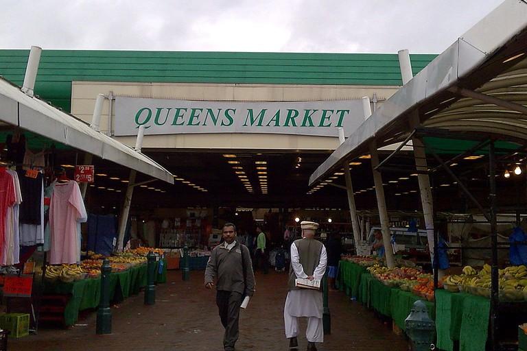 Fruit_stands_at_Queens_Market