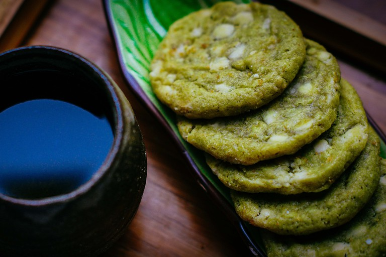 Matcha cookies with green tea.