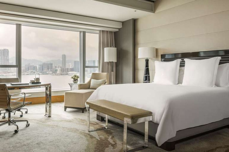 The Four Seasons Hotel Hong Kong houses four restaurants and two bars